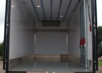 Luchtgordijn geinstalleerd in een koelwagen