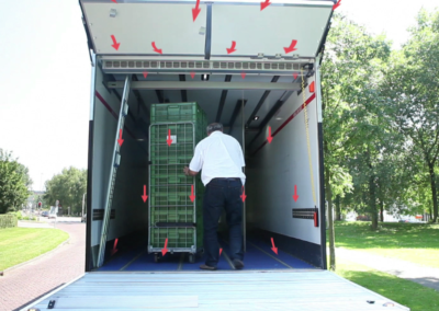 Luchtgordijn in koelwagen met laadklep