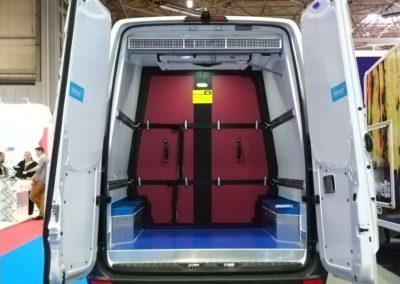 Luchtgordijn in bestelwagen